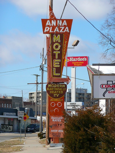 Anna, Illinois. This is the cutest town in Illinois!!! Once u have seen it you will know why