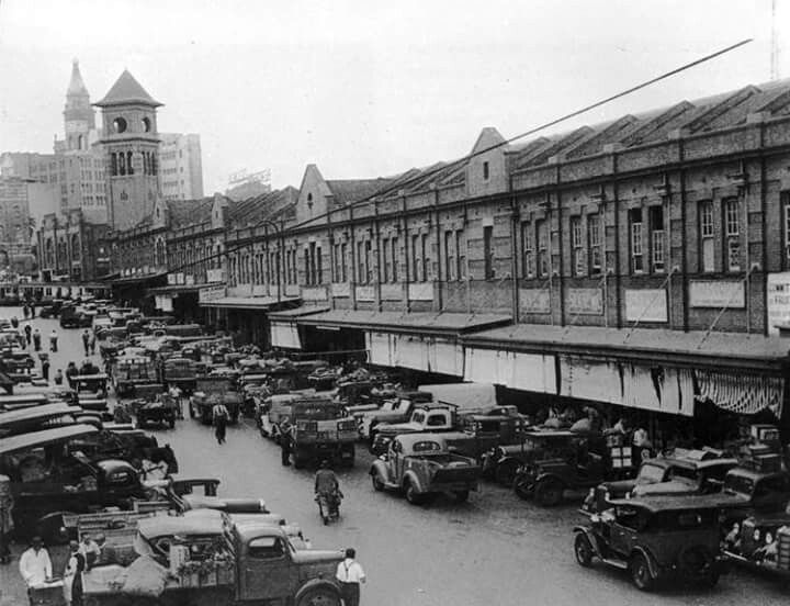 1930s Paddys Market in Sydney.The origin of Paddy's Market as a distinct market dates back to 1834 when Governor Bourke decides to move traders if hay and grains to a site next to the new cattle market on Campbell St.Photo from City of Sydney Archives.A♥W