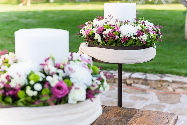 Λαμπάδα γάμου με λευκά και μωβ τριαντάφυλλα See Full Post  Photography by ELIAS KORDELAKOS PHOTOGRAPHY