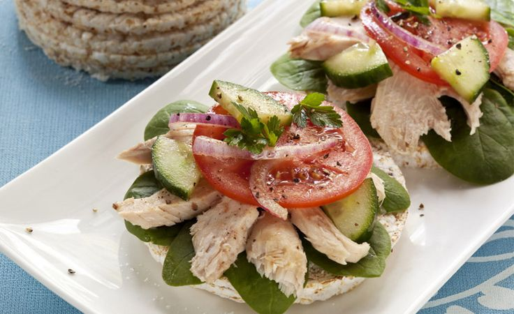 Healthy Tuna Rice Cake Sandwich An ultra quick and healthy sandwich idea that combines flavour and crunch.
