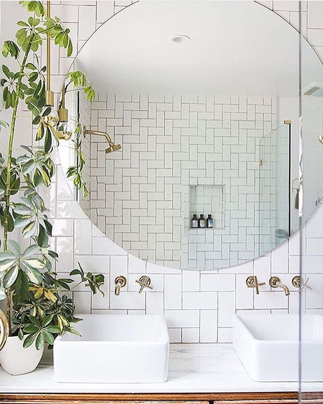 Do you love round mirrors as much as me?! Fresh, modern bathroom  with so much character by @sarahshermansamuel RG @thedesignory