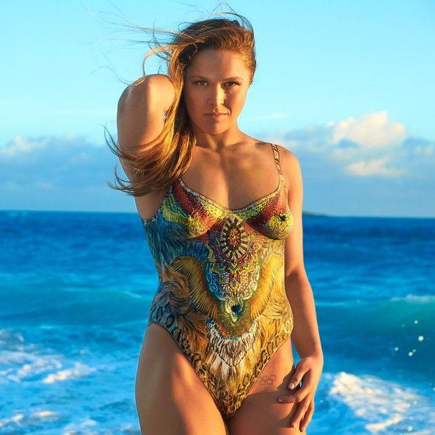 Ronda Rousey em foto de ensaio para a Sports Illustrated (Foto: reprodução/instagram)