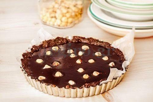 Φτιάξτε τάρτα σοκολάτας νηστίσιμη, χωρίς ζάχαρη και αβγά και χωρίς ψήσιμο - Pentapostagma.gr