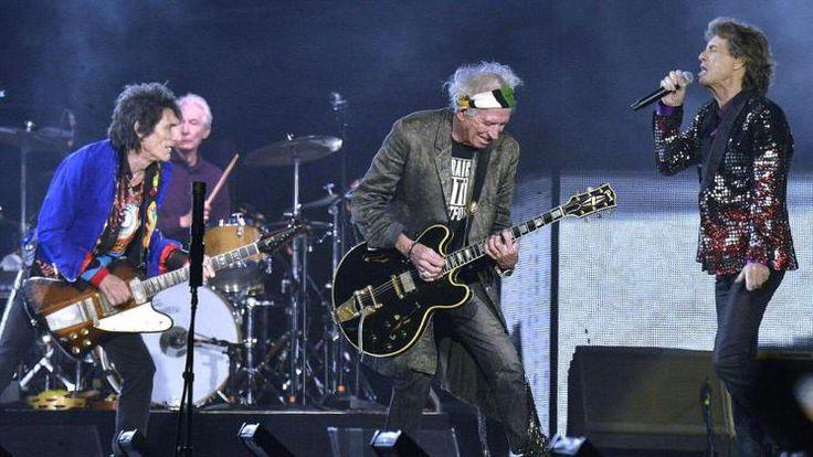 """Spielberg gerockt: Die größte Rockband der Welt ist am Samstag in Spielberg diesem Ruf gerecht geworden: Die Rolling Stones begeisterten rund 95.000 Fans mit einer geschlossen guten Teamleistung und einem musikalischen Mix von R'n'B, Blues, Rock bis zu Disco. Ronnie Wood, Charlie Watts, Keith Richards und Mick Jagger begeisterten ihr Publikum und versprachen über die Videowand wiederzukommen """"Bis bald"""". Mehr Bilder des Tages auf: http://www.nachrichten.at/nachrichten/bilder_des_tages  (Bild…"""