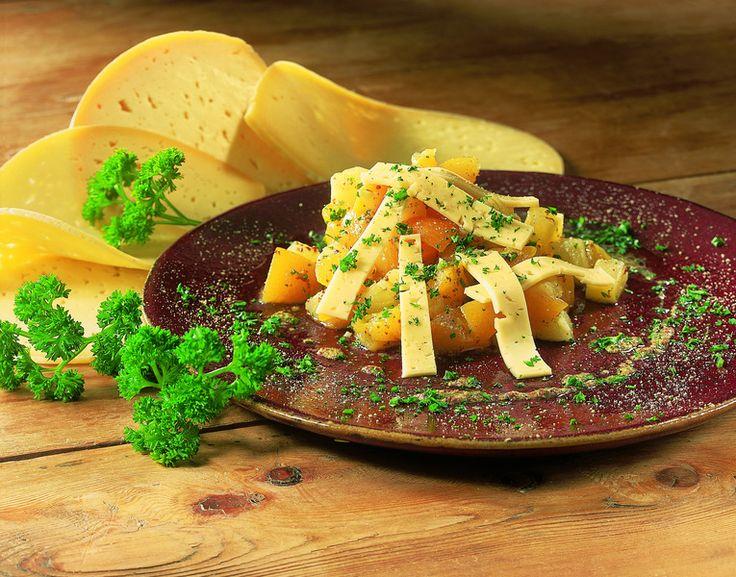 Een overheerlijke salade van passendale kaas, perzik en ananas met mosterdsaus, die maak je met dit recept. Smakelijk!
