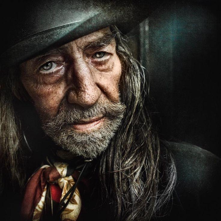 Lee Jeffries - выдающийся фотограф портретист из города Манчестер (Англия), в своем творчестве отошел от погони за красотой, очарованием и т.д. Его снимки - о другом. Их задача...