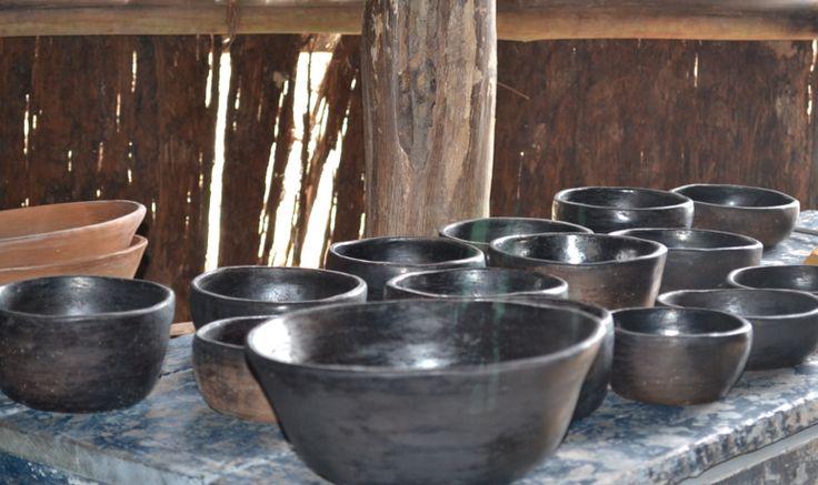 Varios recipientes de barro ahumado. ( Vaupés - Colombia) #Artesanias Cómpralos en Mambe.org!