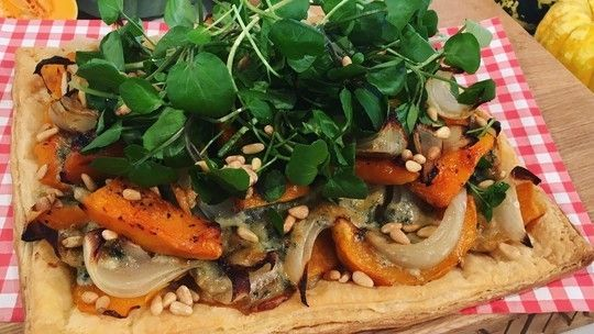 Before Halloween pumpkin fever kicks in, don't forget its less showy little sister - the butternut squash! Phil Vickery is in the kitchen showing us how this ideal winter vegetable can be used to whip up an easy evening meal.
