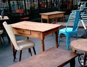 ¿Dónde comprar muebles vintage?: Mueble vintage en un mercado de fin de semana