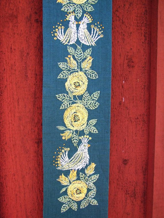Swedish Embroidered Wall Hanging // Birda and por tiendanordica