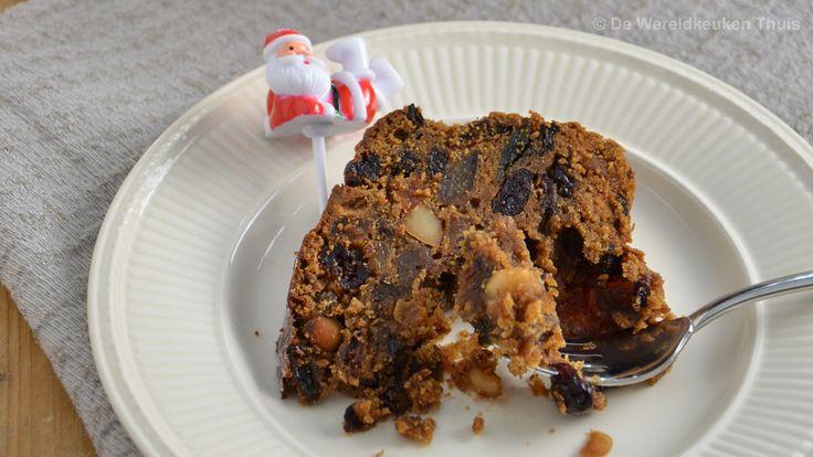 Engelse kerstcake. Het recept voor een 'Traditional English Christmas Cake', een goedgevulde donkere vruchtencake met rum of andere alcoholische drank.