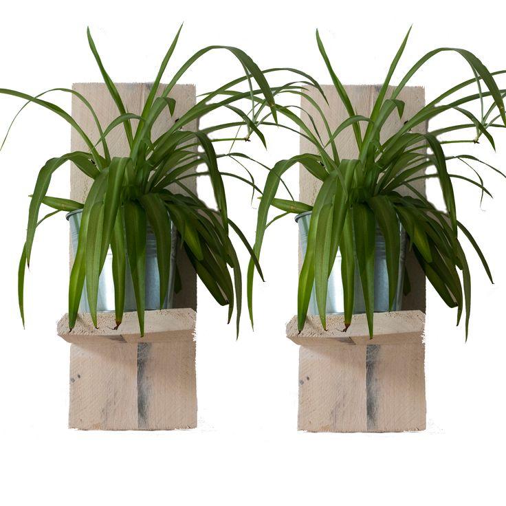 Gave plantenhangers, gemaakt van pallethout.