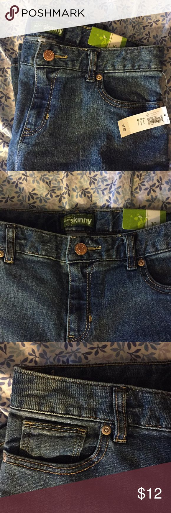 ON Girls Skinny Jeans Helping my sister clean out her closet! NWT skinny jeans. More of a medium to light wash. Old Navy Bottoms Jeans