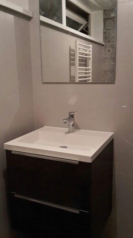 25 beste idee n over betegelde badkamers op pinterest badkamers kleine grijze badkamers en - Moderne betegelde vloer ...