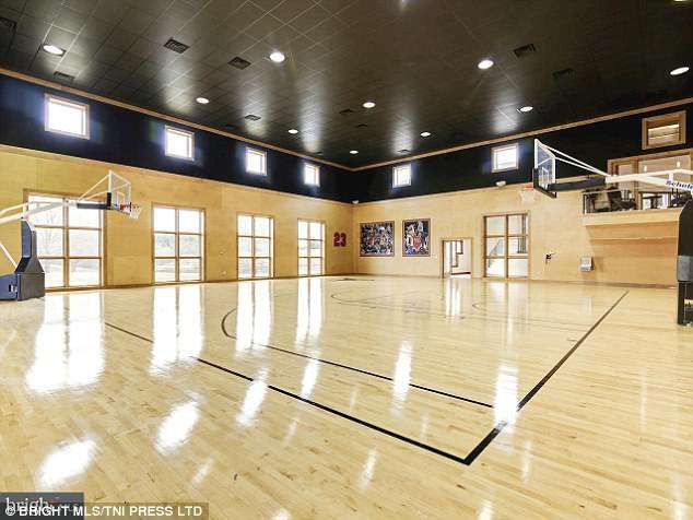 Martin Lawrence Puts His 116 Acre Property On Market For 8 5 Million Home Basketball Court Indoor Basketball Court Basketball