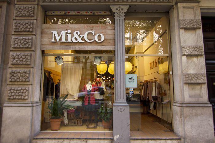 The Font Hunter | Rótulos exteriores tienda de ropa Mi&Co