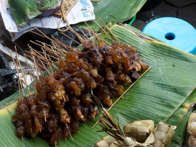 Siapa yang tidak suka sate? Jangankan kita, Barack Obama pun suka dengan kuliner khas Indonesia ini.
