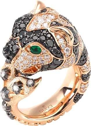 anello con motivo a testa di tigre in oro rosa 18kt, diamanti, diamanti neri e smeraldi,