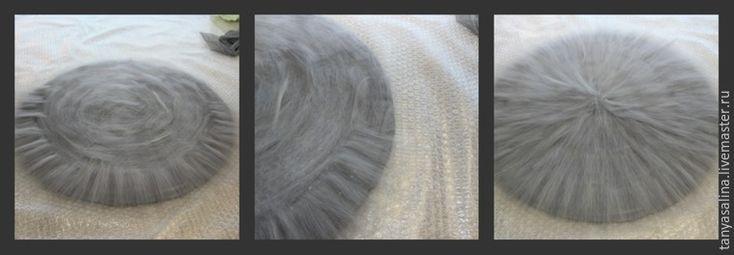 Для работы нам потребуется: Материалы Шерсть, мериносовая тонкая 18-19 микрон. Можно использовать бленд с шелком или мультиколор – основной цвет 30-40грамм, на «хвостик» 2-3 грамма. Шелковые волокна или волокна вискозы — 15-20 грамм На фото: Шерсть и шелковая лента. Шерсть сразу разделена на две равные части. Шелковая лента. Обязательно взвешивайте шерсть перед работой, для контроля.