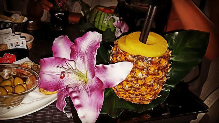 Piña colada: Long drink made with white rum, pineapple juice and coconut milk