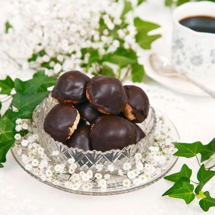 Förföriskt goda små chokladtryffelbiskvier.