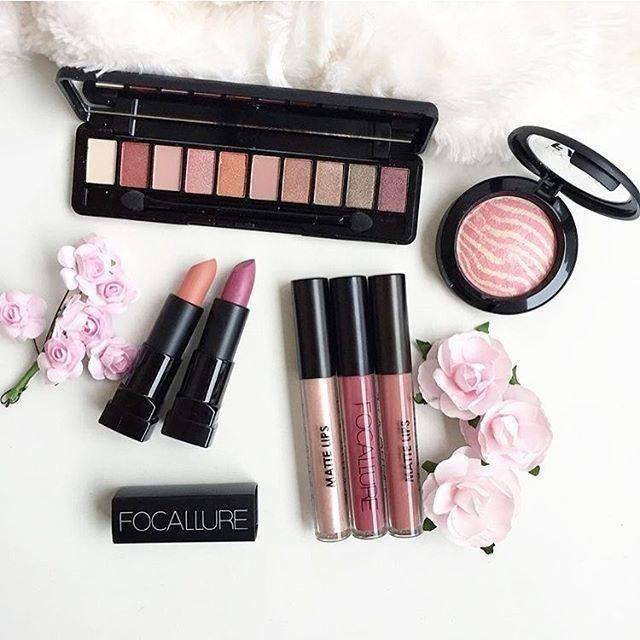Time for a new makeup routine @focallurebeauty 💄👀💅🏼💋 #makeup #makeupartist #makeuplove #makeuphaul #beauty #beautytips #beautyguru #beautygram #lipstick #eyeshadow #blush #beautyaddict #shoppingaddict #shop #shopping #aliexpress Link 👉 bit.ly/INSTALI 📷 @nadiaboum