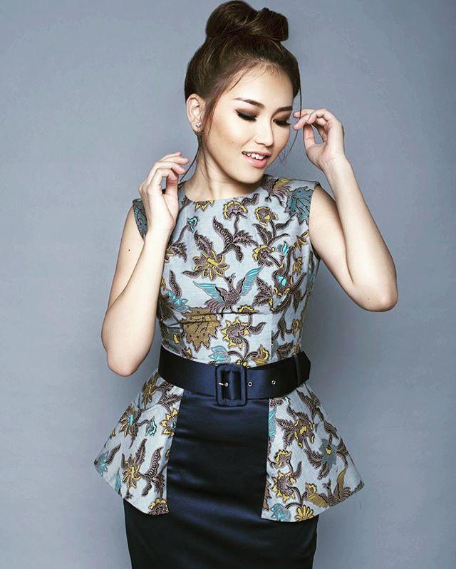 She is beautiful #ayutingting #wearing #jajaka #batik #cutedress #ivangunawan #igunshop #fashiondesigner