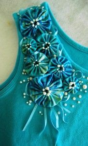 Embellish a tank top with yo-yos- tutorial by @Jenny Rohrs