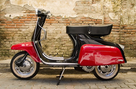 Scooter paint the town red pinterest sweet red and for Garage scooter nice