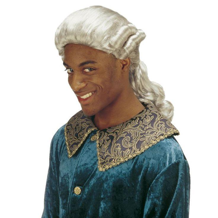 Cette perruque de marquis laquais grise sera idéal pour finaliser votre déguisement sur l'époque des marquis, Louis XIV, renaissance, Venise... Typique de l'époque, elle possède deu bouclettes de chaque côté et une queue de cheval avec un noeud en tissu.