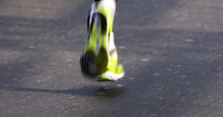 Melhores joelheiras para correr. Em algum momento, a maioria do corredores experimentará alguma forma de dores ou lesões no joelho. Joelheiras podem ajudar na redução da dor e fornecer apoio estrutural após a lesão. É importante determinar quais joelheiras são apropriadas baseadas em sua lesão.