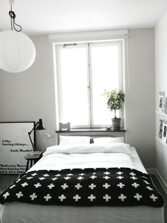 Via Rum för två | Bedroom | Black and White | Pia Wallen Blanket | Warhol Print