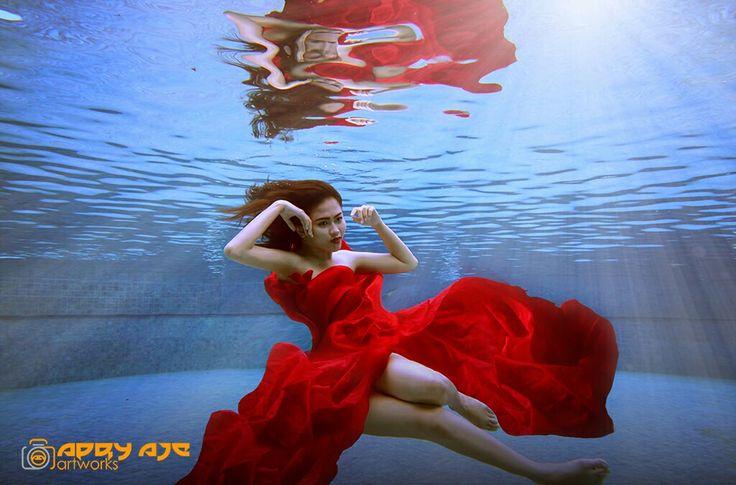 beauty fashion underwater