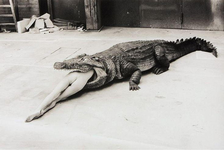 "<p>Με αφορμή το τέλος της έκθεσης ""Helmut Newton: Permanent Loan Selection"", με 200 φωτογραφίες του Helmut Newton, στο Staatliche Museen zu Berlin, για τα 10 χρόνια της ίδρυσης του Ιδρύματος: Helmut Newton, κάνουμε ένα αφιέρωμα στον φωτογράφο που άλλαξε την φωτογραφία μόδας το 1961 όταν φωτογράφισε ένα μοντέλο του Yves …</p>"