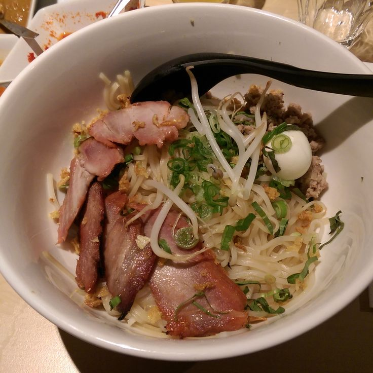 Toe aan een nieuwe smaakexplosie in je mond? Dan is Ô Mai aan de Utrechtsestraat in Amsterdam jouw volgende to go op je lijst. Maak kennis met de Vietnamese keuken.