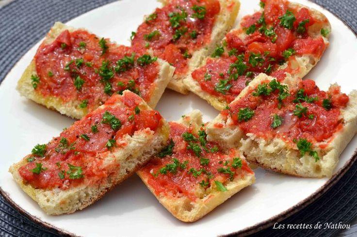 Pan tumaca - Tapas de pain à l'ail et tomates                                                                                                                                                      More