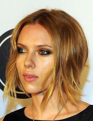 Scarlett Johanson, coiffure mi long, blond déstructuré