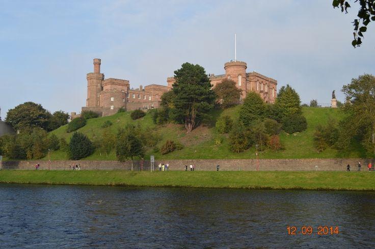 Castillo de Inverness a orillas del río Ness