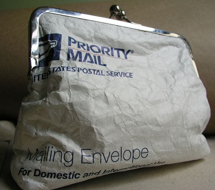 Upcycled Tyvek priority mailing envelopes make great clutch purses! http://www.shamdoogle.com/