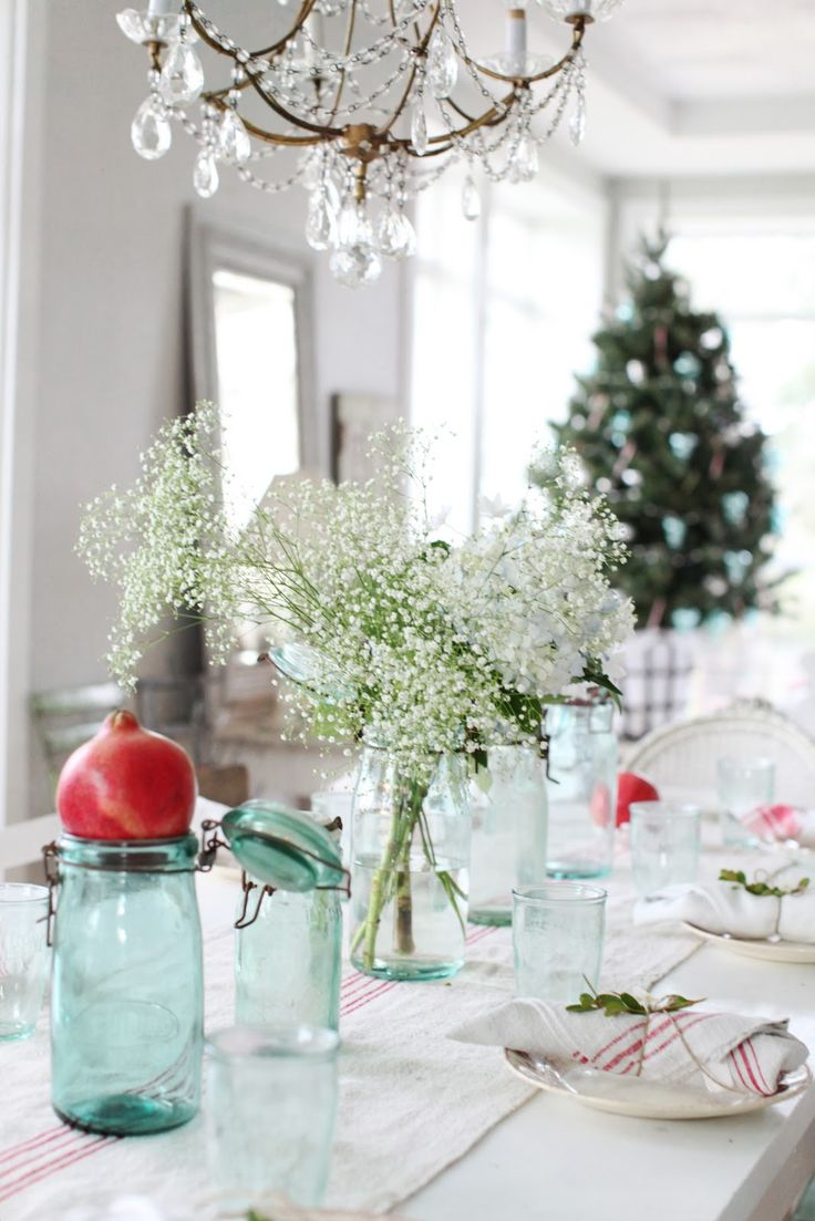 Blue christmas table decorations - Pomegranates Babies Breath And Red And White Linens So Simple And Stunning From Christmas Table Decorationschristmas