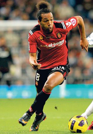 Emilio Nsue, en una acción del partido contra el Madrid .