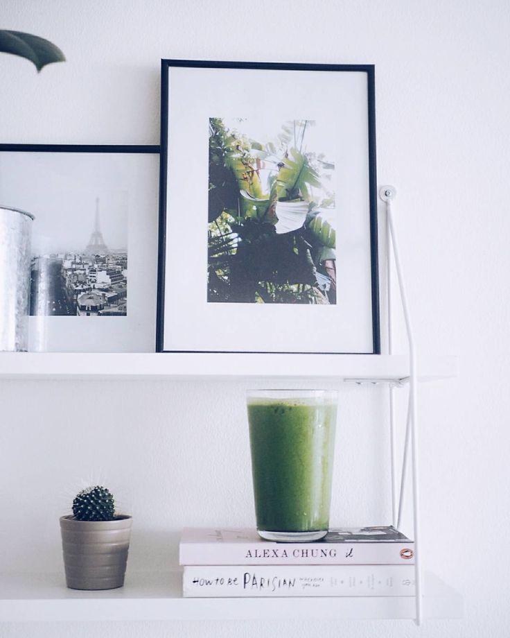 Nykyään oon täysin myyty vihersmoothieille vaikka ennen olin sitä mieltä että ei niitä voi juoda tän hetken lemppari on ehdottomasti tämä: kourallinen pinaattia ja viherkaalia yksi banaani iso pala inkivääriä ja loraus oatly kauramaitoa (tai vettä) itsellä kaikki ainekset pakkasessa (paitsi oatly ja inkivääri) jolloin lopputulos on ihanan raikas ja kylmä #greensmoothie #greenerthebetter #goodlife #homemade