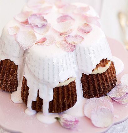 How gorgeous is this rose petal cake? Try the recipe here: http://www.tastemag.co.za/Recipe-2143/Rose-petal-cake.aspx #mothersday