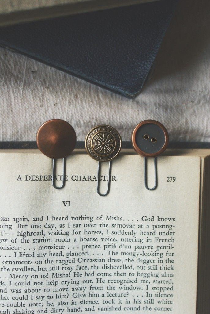 DIY: vintage button bookmarks
