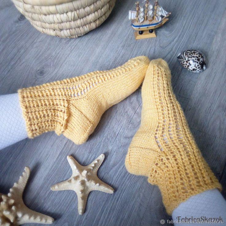 Купить Вязаные шерстяные носки желтого цвета в интернет магазине на Ярмарке Мастеров