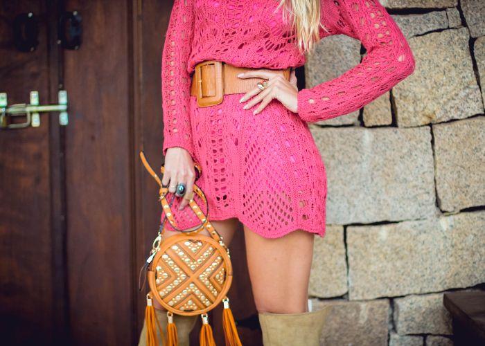 vestido de tricot pink perfeito com cinto largo