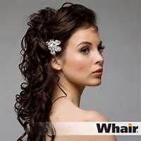 Half opgestoken met haaraccesoire