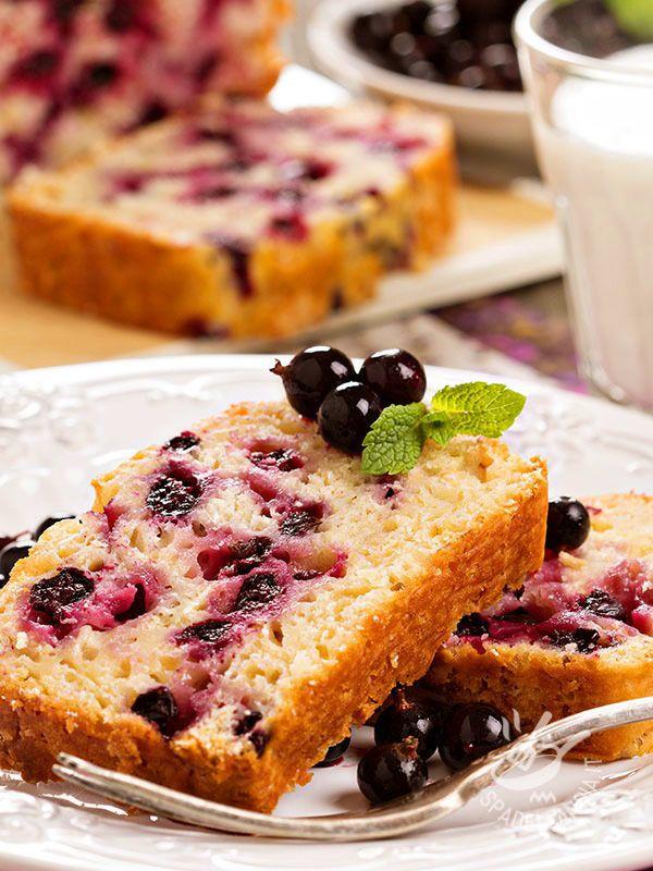 Il Plumcake con mirtilli e formaggio fresco è una variante davvero ottima del classico e soffice dolce tradizionale di origine inglese. #plumcakeaimirtilli