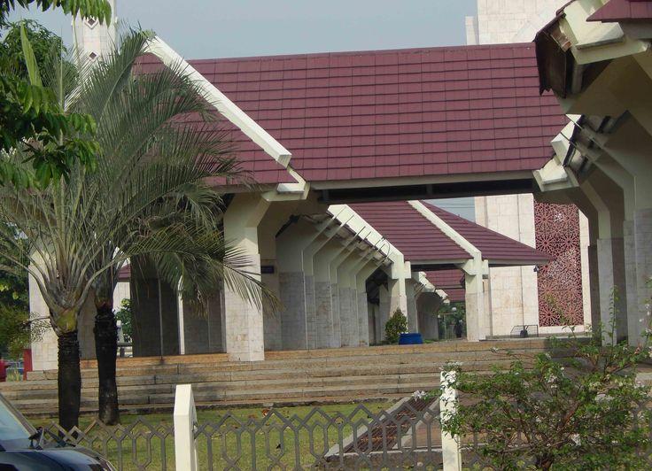 selasar Masjid At-Tin
