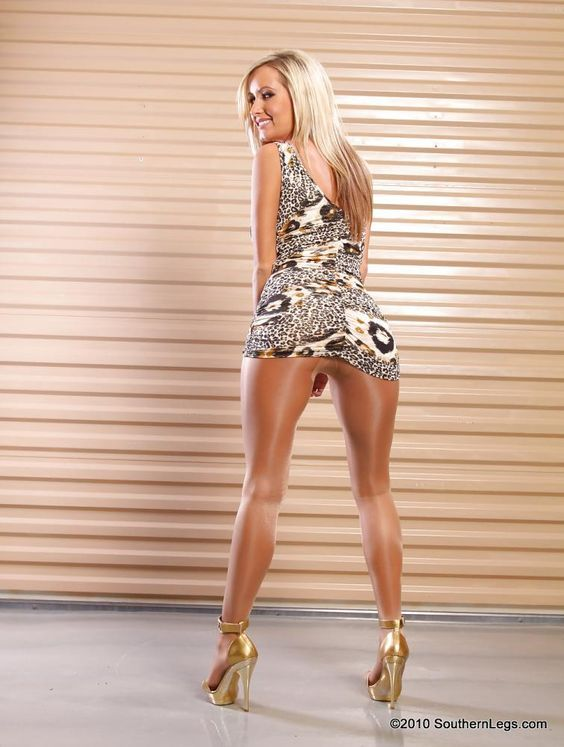 Pin by Stephen on GREAT LEGS   Mini skirts, Pretty skirts